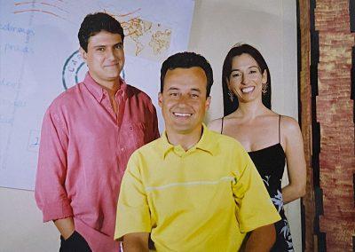 Fábio Parteira, Alberto e Isabela Pinheiro, no estúdio do programa CARTÃO POSTAL.
