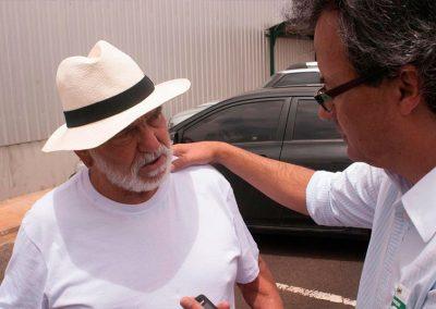 Alberto Araújo dirigindo o ator Lima Duarte.
